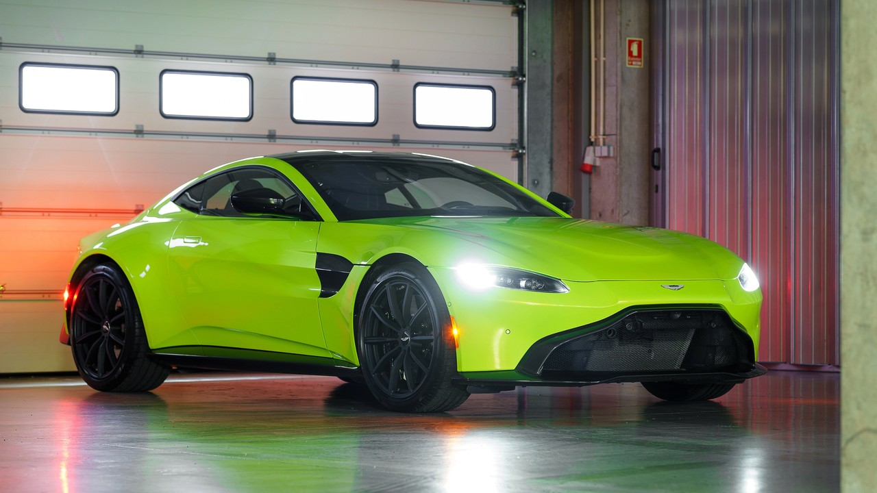 2019_aston_martin_vantage_lime_essence_green_4k-3840x2160.jpg